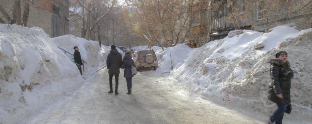 В Новосибирске все тротуары должны быть очищены от льда до конца марта