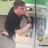 В Новосибирске ищут мужчину, укравшего полмиллиона рублей в отделении банка